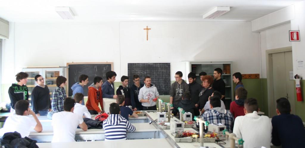 Noi durante una lezione presso l'ITIS