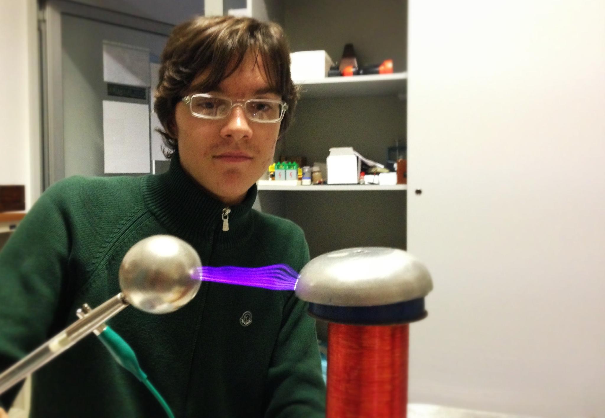 Piastre Di Tesla Funzionano la bobina di tesla – giovani per la scienza